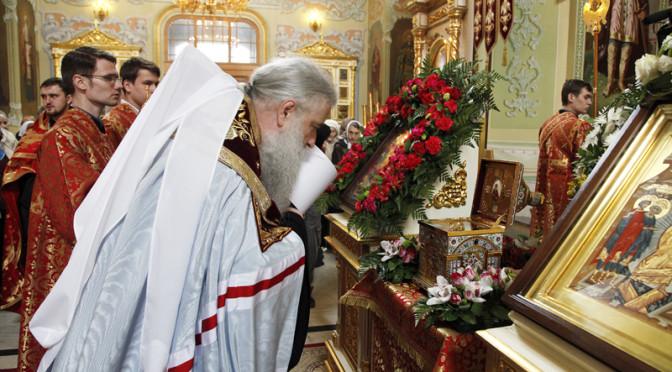 В Саратов доставлены мощи святого великомученика и целителя Пантелеимона