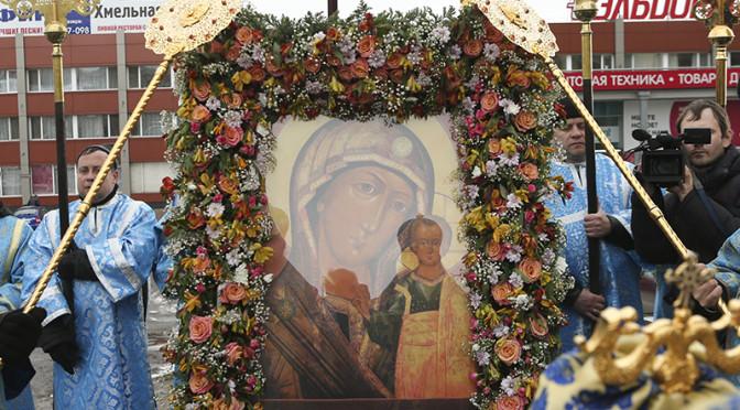 Крестный ход в день празднования Казанской иконы Божией Матери