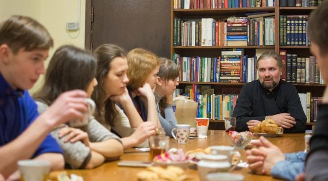 Встреча в молодежном обществе с клириком Петропавловского храма священником Василием Куценко