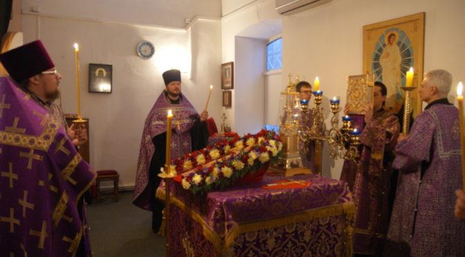 Богослужения Крестопоклонной недели Великого поста