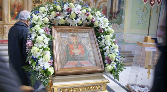 Молебен перед чудотворной иконой Божией Матери «Неупиваемая Чаша» в Покровском храме