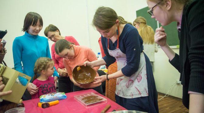 Молодежный клуб «Ладья» посетил мастер-класс по шоколадоварению