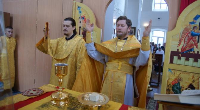 Божественная литургия в Неделю Всех святых
