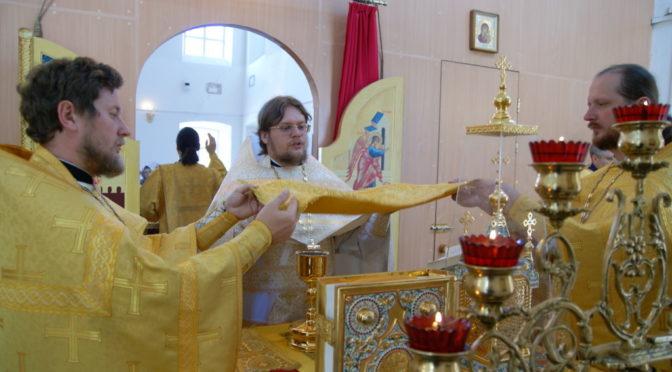 Богослужения в Неделю Всех святых, в земле Русской просиявших. Поздравление настоятеля с Днём ангела