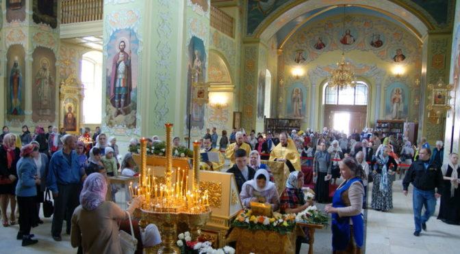 Клирики нашего храма совершили молебен с акафистом перед мощами блаженной Матроны Московской