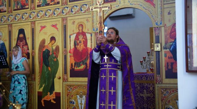 Богослужение в канун празднования Изнесения Древ Животворящего Креста Господня