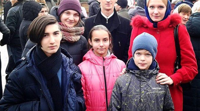 Клирики, прихожане и члены молодежного клуба «Ладья» приняли участие в Крестном ходе