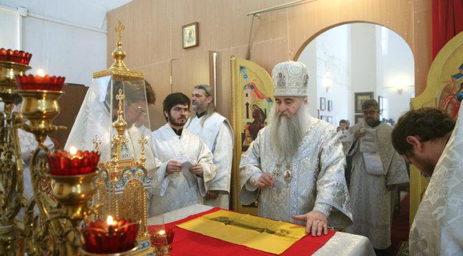 Митрополит Лонгин совершил Божественную литургию в нашем храме