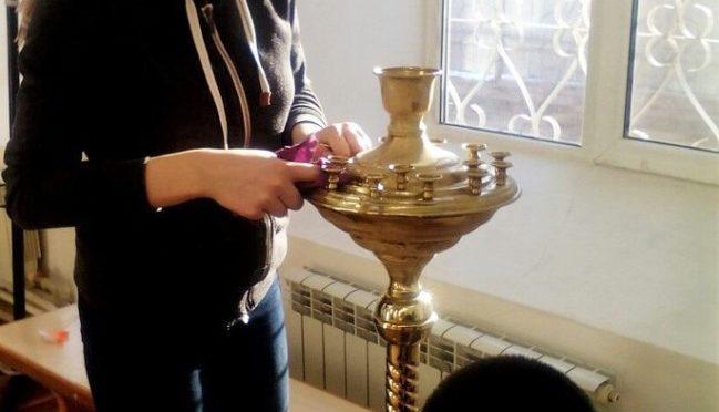 Ребята из клуба «Ладья» помогли в уборке храма к празднику