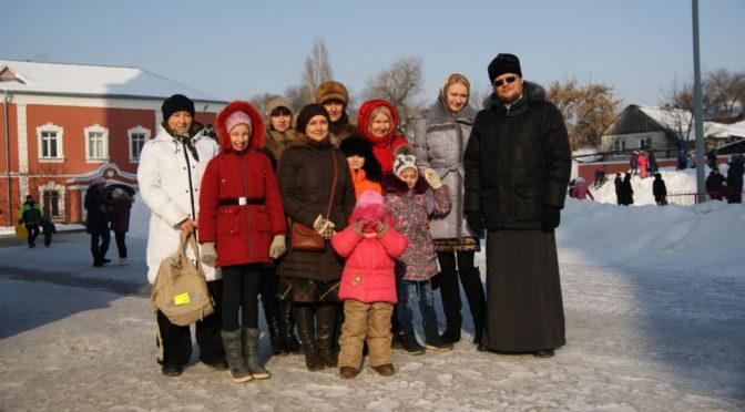 Воскресная школа и молодежный клуб храма побывали на празднике в Покровском храме