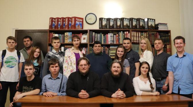 В клубе «Ладья» узнали о жизни православных в Америке