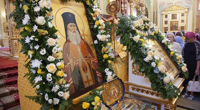 Молебен с акафистом святителю Луке (Войно-Ясенецкому)