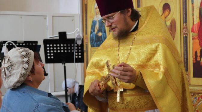 Божественная литургия в Неделю Всех святых, в земле Русской просиявших