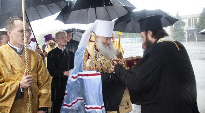 В Саратове встретили десницу святителя Спиридона Тримифунтского