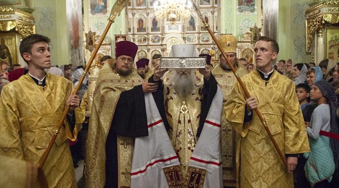 Саратовцы проводили десницу святителя Спиридона Тримифунтского
