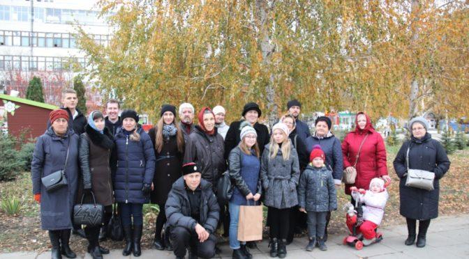 Прихожане храма и активисты клуба «Ладья» приняли участие в крестном ходе в честь Казанской иконы Божией Матери