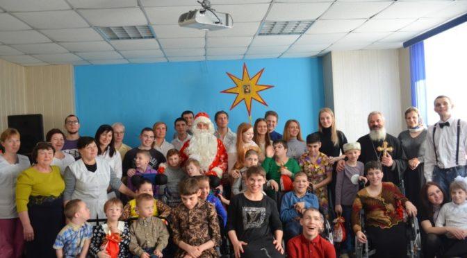 Участники молодежных обществ организовали рождественский праздник для детей из Орловского дома-интерната