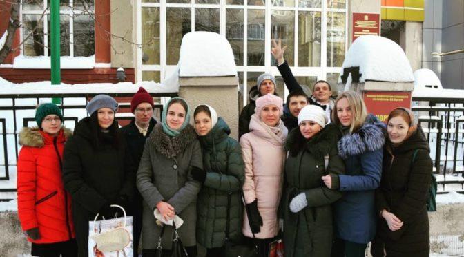Участники молодежных обществ посетили маленьких пациентов гематологии