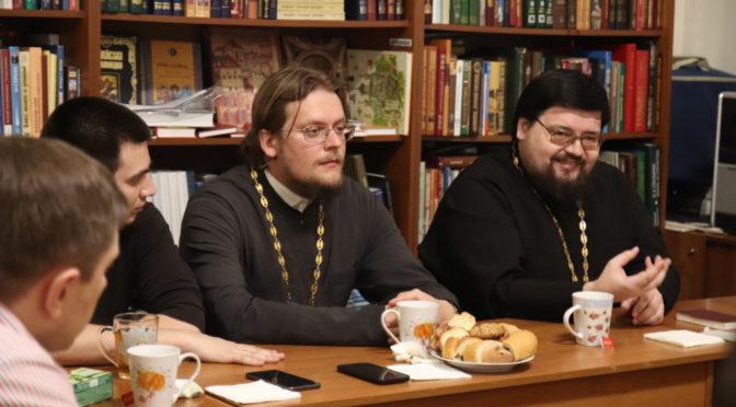 В «Ладье» состоялась беседа на тему акафиста в жизни Церкви