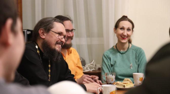 В «Ладье» состоялась беседа о различиях Православия и протестантизма