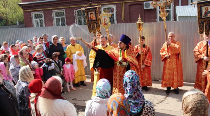 Поздняя Божественная литургия в праздник Воскресения Христова