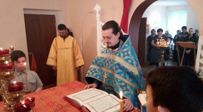 Клирик храма совершил праздничные богослужения на приписном приходе в Вольском благочинии
