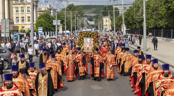Духовенство и прихожане нашего храма приняли участие в крестном ходе