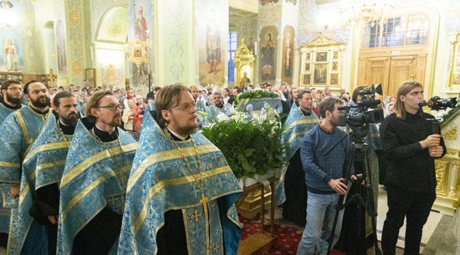 Духовенство храма совершило молебен пред Курской Коренной иконой Божией Матери «Знамение»