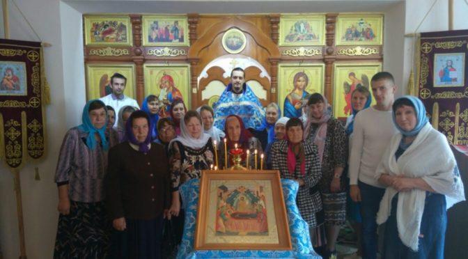 Клирик храма совершил праздничные богослужения на приписном приходе в Петровском благочинии