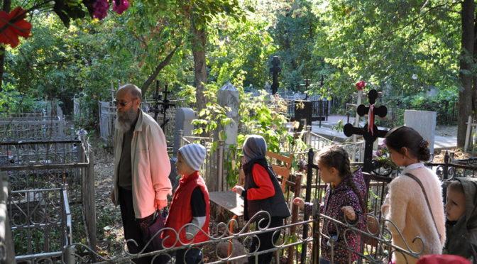 Приглашаются желающие на экскурсию по Воскресенскому кладбищу