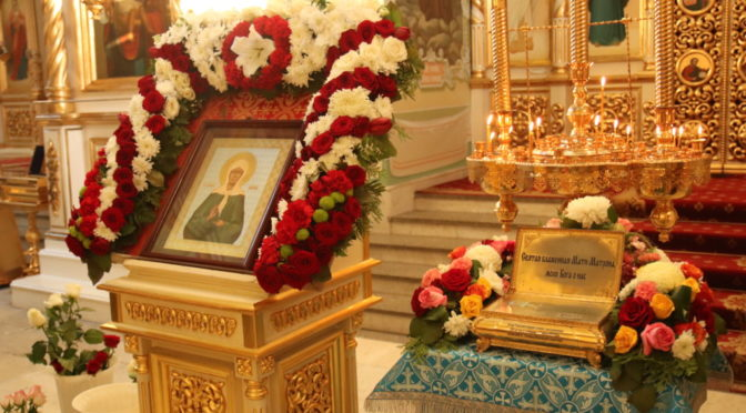 Клирики храма совершили молебен у ковчега с мощами блаженной Матроны Московской