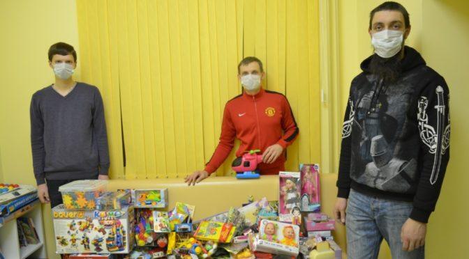 Активист из «Ладьи» принял участие в благотворительной акции «Коробка храбрости»