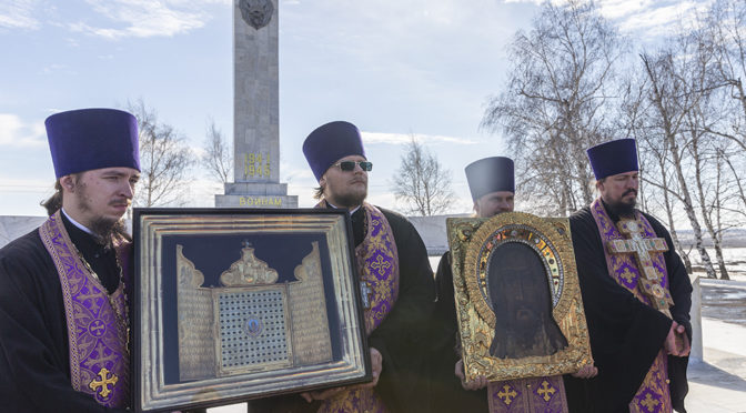 Настоятель принял участие в автомобильном крестном ходе со святынями Саратовской митрополии