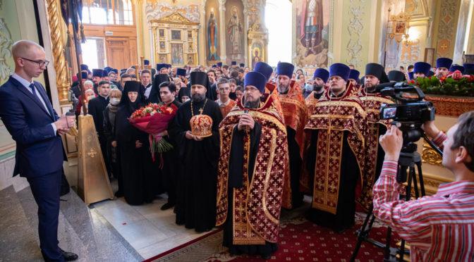 Настоятель храма сослужил митрополиту Игнатию на Великой пасхальной вечерне в Покровском храме